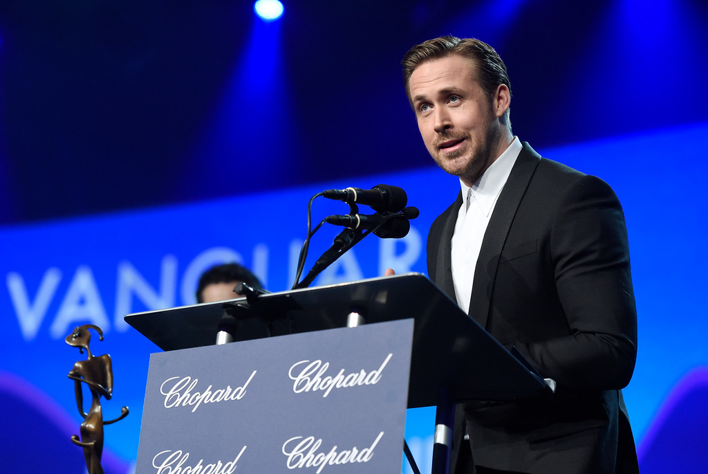 ". Ryan Gosling accepts the Vanguard award for ""La La Land\"" at the 28th annual Palm Springs International Film Festival Awards Gala on Monday, Jan. 2, 2017, in Palm Springs, Calif. (Photo by Chris Pizzello/Invision/AP)"