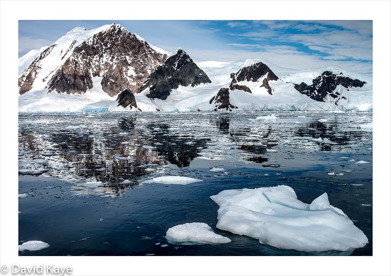 Wilhelmina Bay : Mountain peaks