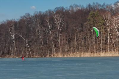 kite_on_the_frozen_lake
