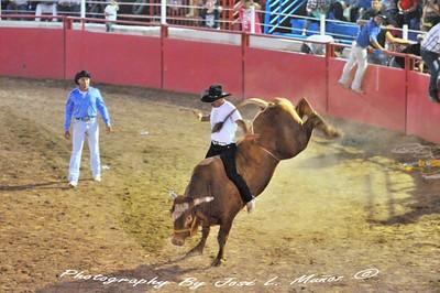 2015-08-29 Rodeo de Media Noche en el Rancho Corona