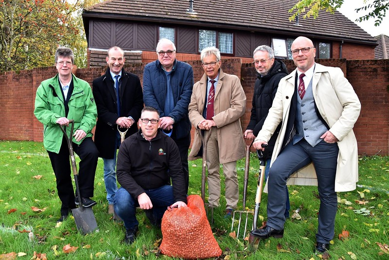 Planting of crocuses with Town Twinning Association