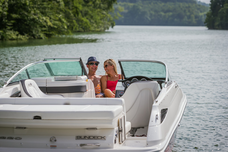 2015-SeaRay-220SD-2-90.jpg
