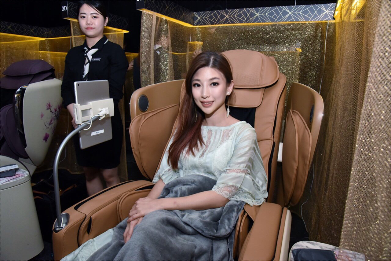 OSIM, uLove 2, 4-hand massage, 四手天王, massage chair, renzze, girl