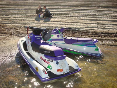 Keiths 2-stroke skis - a day on Lake Castaic