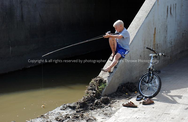 015-boy_w_fishing_pole-wdsm-14sep03-cut1-d