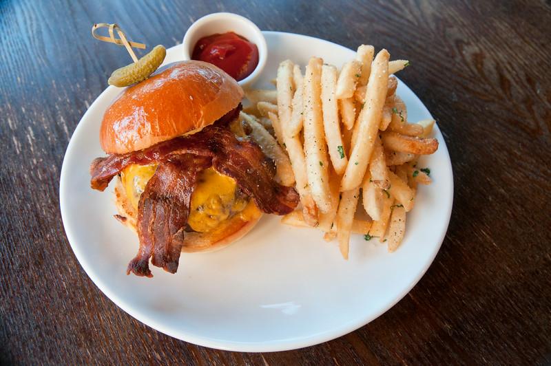 barriquebistro_stamford_Barrique Burger.jpg
