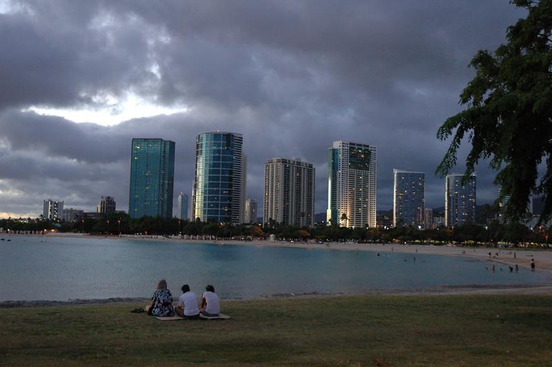 Hawaii - Ala Moana Beach Sunset-193.JPG