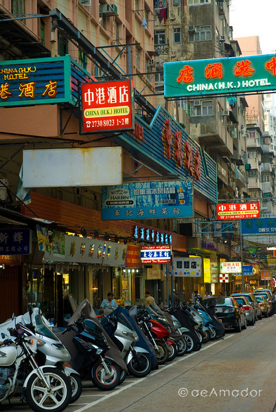 aeamador©-HK08_DSC0198-2      Hong Kong. Kowloon. Tsim Sha Tsui. Though not to be compared with what you find in Hong Kong island, it is quite a vibrant and lively city. People fill up the streets and sidewalks day and night for shopping, entertainment and more. Signs make a great show, especially at night, giving vibrancy and character to the city.