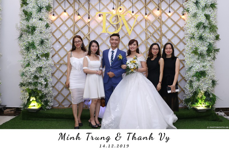 Trung-Vy-wedding-instant-print-photo-booth-Chup-anh-in-hinh-lay-lien-Tiec-cuoi-WefieBox-Photobooth-Vietnam-089.jpg