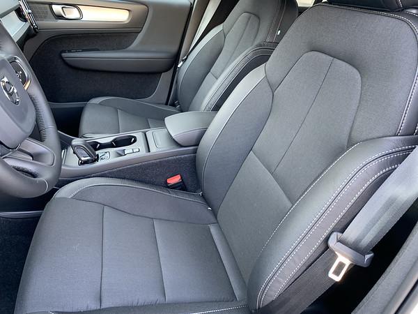2020 Volvo XC40 pics