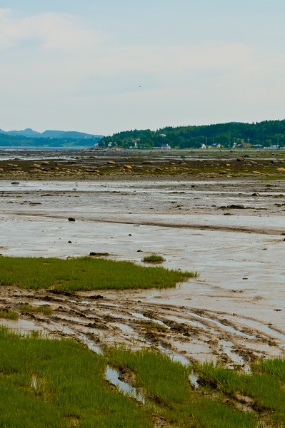 Low tide on the St. Lawrence... a small inlet that caught our eye