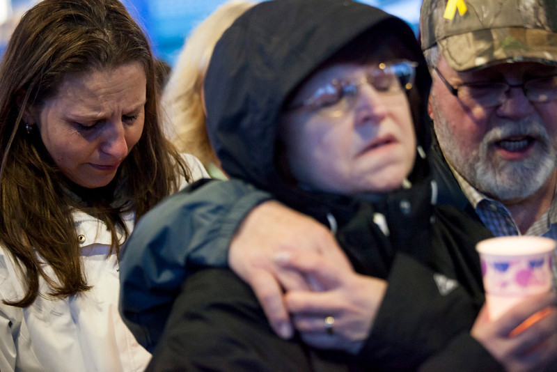 . (L to R) Jennifer Johnson and her parents, Gail and Ron Thompson, and attend a candlelight vigil for mudslide victims on March 25, 2014 in Arlington, Washington. A massive mudslide on March 22 in nearby Oso, Washington killed at least sixteen and left many missing. Thompson coincidentally left her home minutes before the mudslide, but did lose friends and neighbors in addition to her home. (Photo by David Ryder/Getty Images)