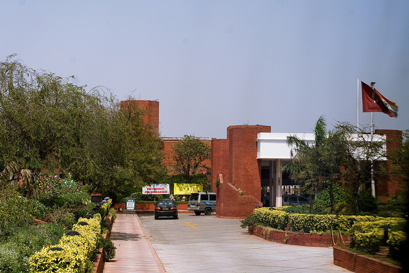 Mughal Sheraton Entrance.jpg
