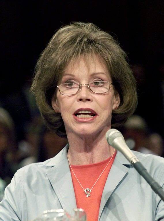 . Actress Mary Tyler Moore, International Chairman, Juvenile Diabetes Foundation, testifies on Capitol Hill, Tuesday, June 22, 1999 before a Senate Appropriations subcommittee hearing on juvenile diabetes. (AP Photo/Dennis Cook)
