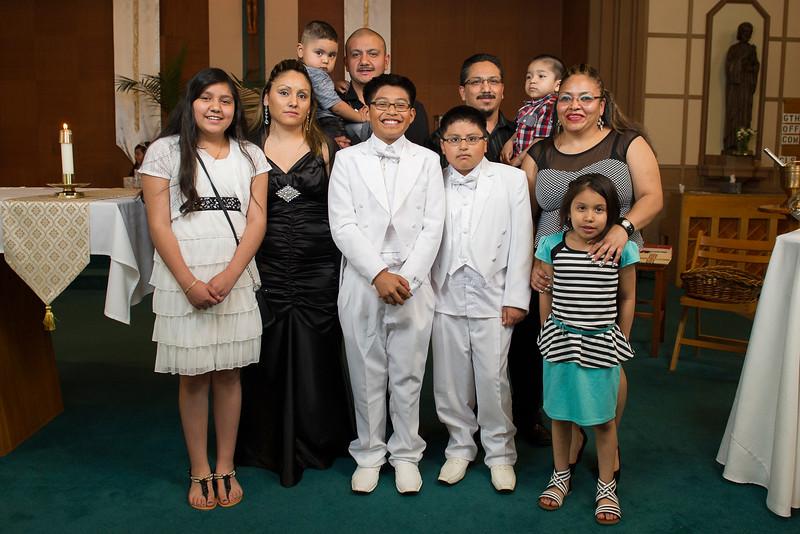 Communion Hispanic-9212-26,27 4x6 - 2.JPG