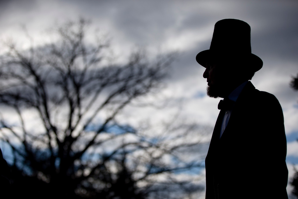 . James Getty, portraying President Abraham Lincoln, stands before a ceremony commemorating the 150th anniversary of the dedication of the Soldiers\' National Cemetery and President Abraham Lincoln\'s Gettysburg Address, Tuesday Nov. 19, 2013, in Gettysburg, Pa. (AP Photo/Matt Rourke)