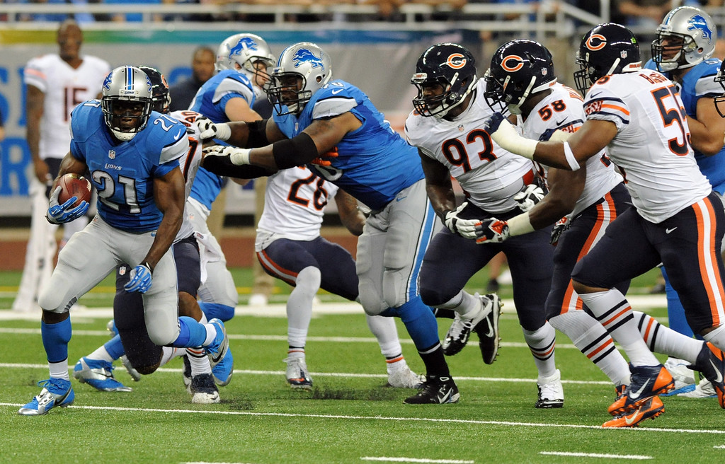 . Detroit Lions running back Reggie Bush (21) rushes against the defense of the Chicago Bears during the first quarter of an NFL football game at Ford Field in Detroit, Sunday, Sept. 29, 2013. (AP Photo/Jose Juarez)