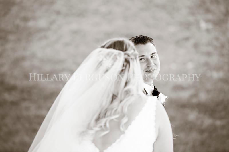 Hillary_Ferguson_Photography_Melinda+Derek_Getting_Ready367.jpg