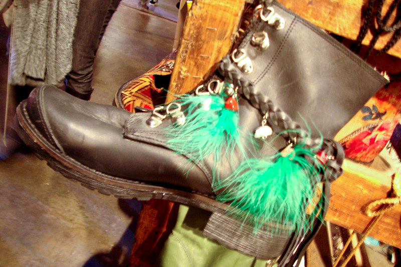 design-feather-boots_5777226392_o.jpg