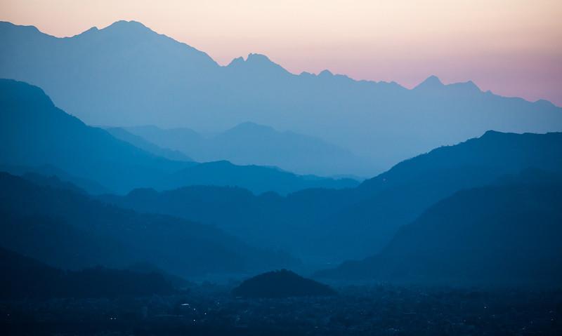 Before sunrise fra World Peace Pagoda in Pokhara