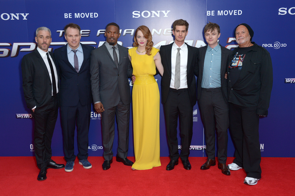 . From left, producer Matthew Tolmach, director Marc Webb, actors Jamie Foxx, Emma Stone, Andrew Garfield, Dane DeHaan and producer Avi Arad pose for photographers at the world premiere of The Amazing Spider-Man 2 in Leicester Square, London, Thursday, April 10, 2014. (Photo by Jon Furniss/Invision/AP)