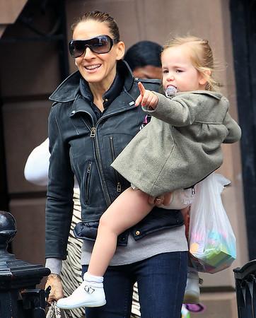 2011-12-10 - Sarah Jessica Parker and family