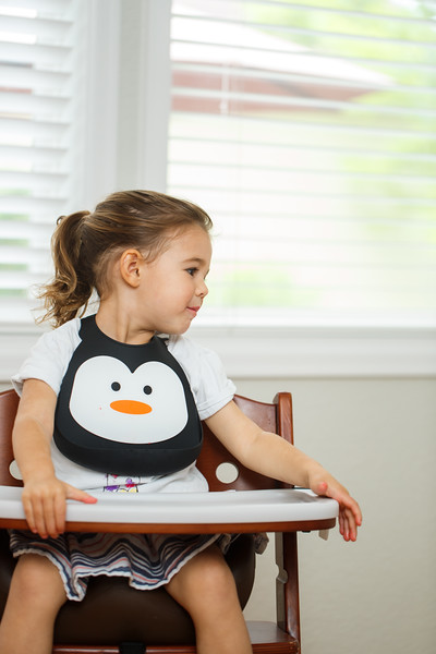 Make_My_Day_Bib_Penguin_lifestyle (112).JPG