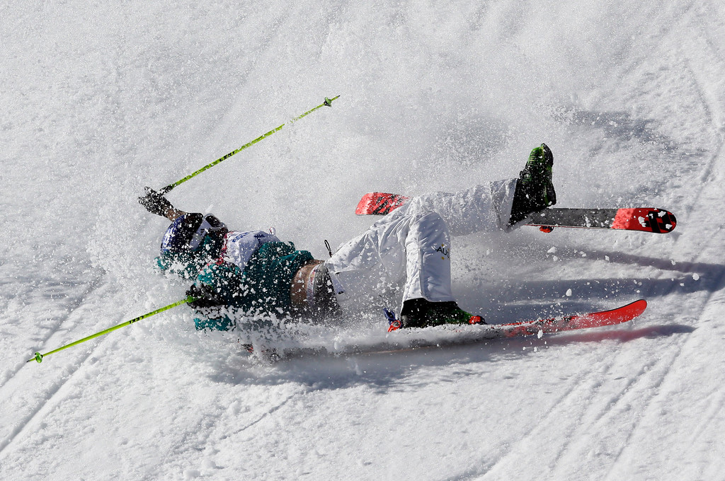 . Australia\'s Russell Henshaw crashes on his second run in the men\'s ski slopestyle final at the Rosa Khutor Extreme Park, at the 2014 Winter Olympics, Thursday, Feb. 13, 2014, in Krasnaya Polyana, Russia. (AP Photo/Andy Wong)