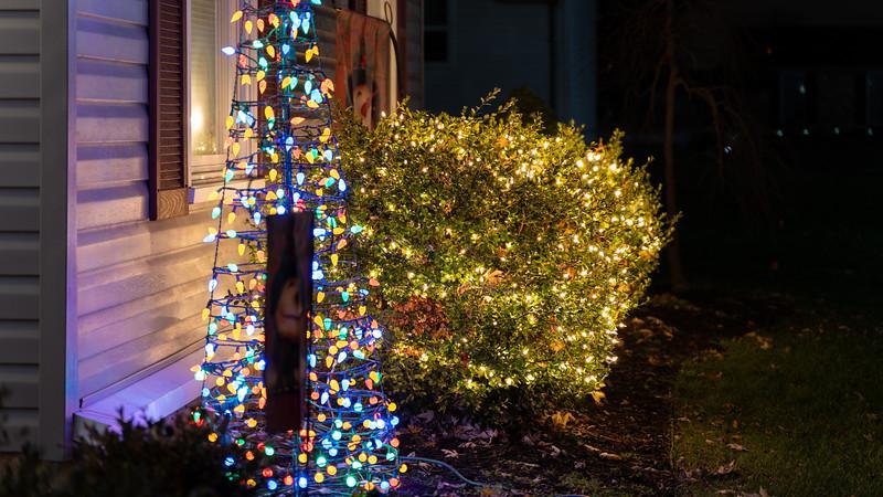 logan-elm-village-christmas-lights-102.jpg