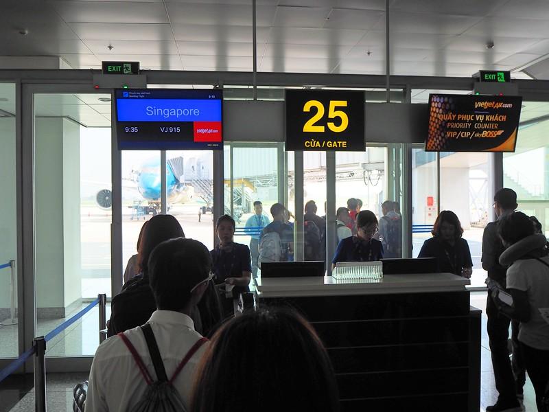 P9050010-boarding-gate-25.jpg