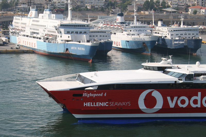 2011 - HSC HIGHSPEED 4 departing from Piraeus.