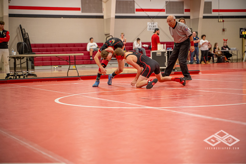 Wrestling at Granite City-09015.jpg