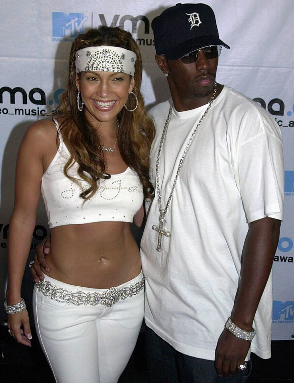 . Jennifer Lopez and Puffy Combs pose for a picture as they enter the MTV Video Music Awards 07 September 2000 in New York.       (HENNY RAY ABRAMS/AFP/Getty Images)