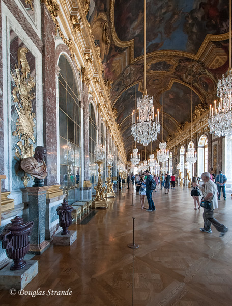 Inside the Chateu Versailles: the Hall of Mirrors