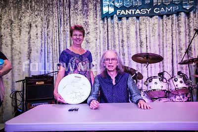 Steve Howe Signing