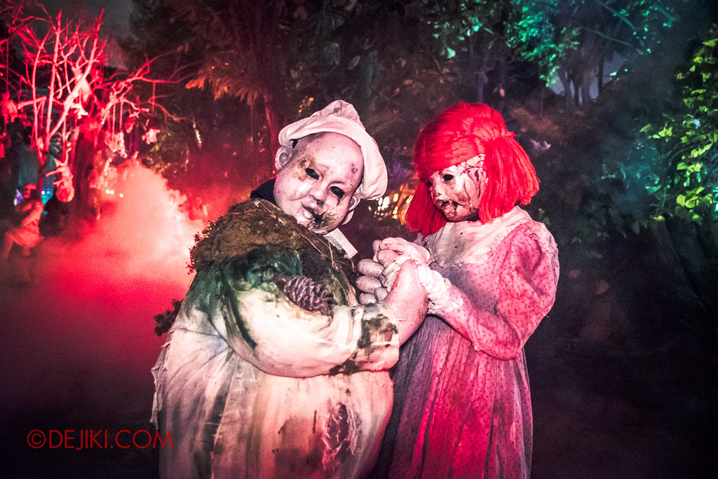 Halloween Horror Nights 6 Final Weekend - Suicide Forest / Dolls holding hands