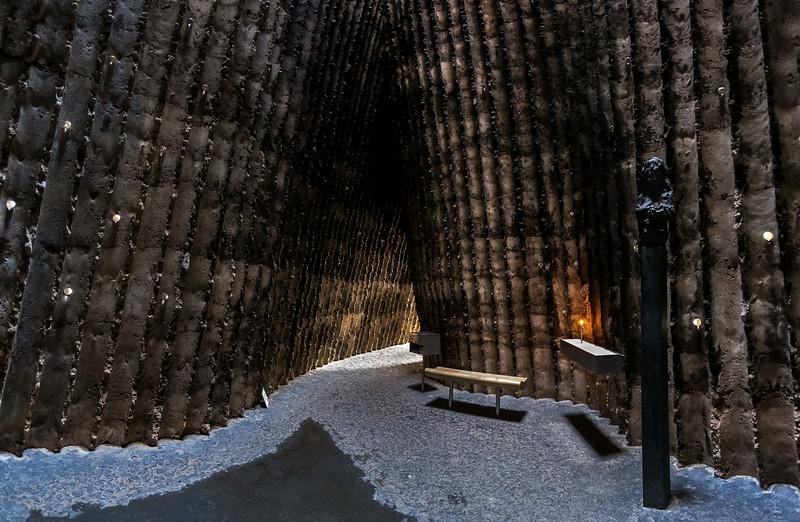 Bruder-Klaus-Kapelle Wachendorf: Inneres Richtung Eingang (Peter Zumthor 2007)