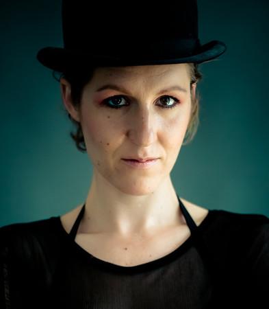 Kvinde med Hat - Line Pollas