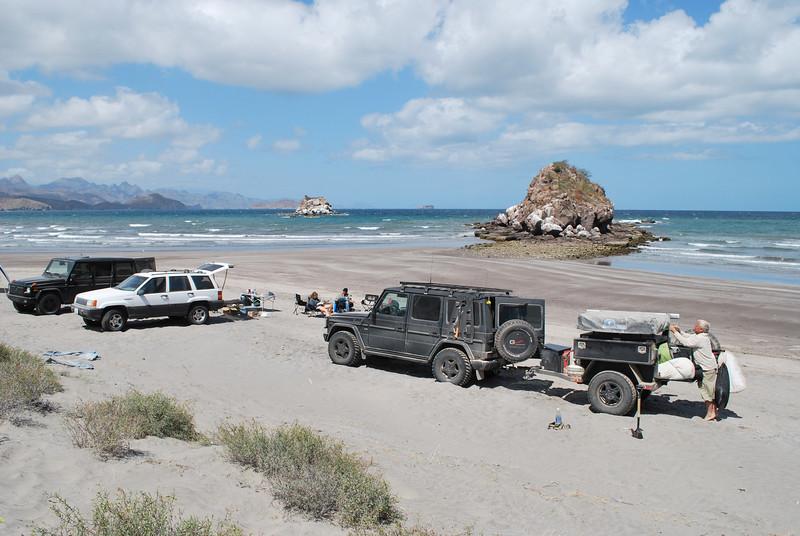 DSC_0111 aguja camp at beach.JPG