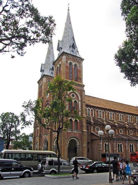 22-Notre Dame Cathedral, NE side