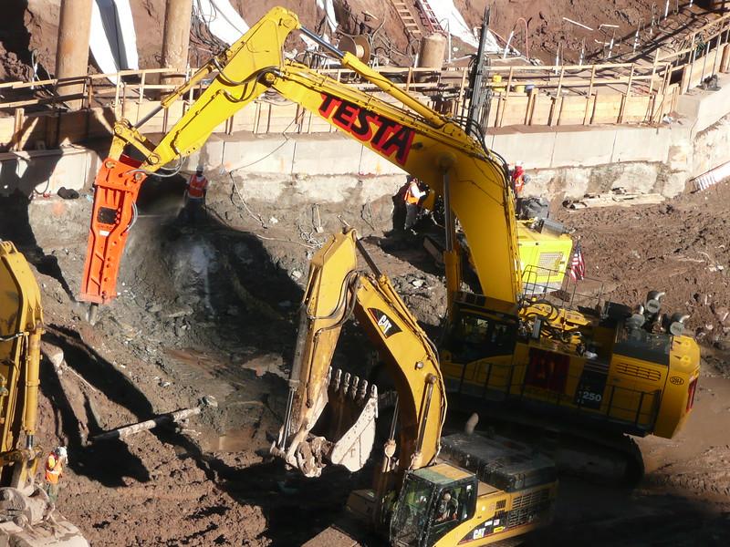NPK GH50 hydraulic hammer on Testa excavator (21).JPG