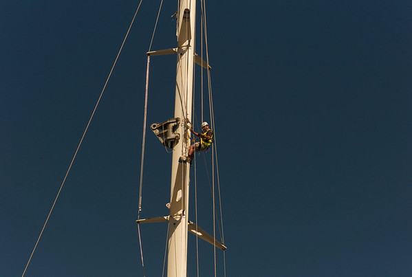 Mast removal, 165 foot sailboat
