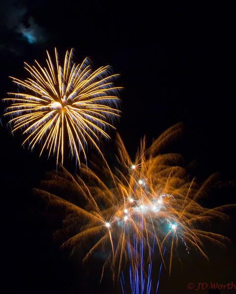 070417 Luray VA Downtown Fireworks - Goldern Pinwheel over Brunt Orange Sea Oats and Blue Rockets-0941.jpg
