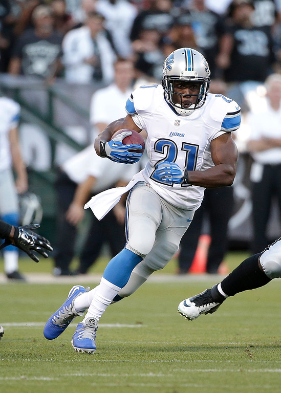 . Detroit Lions running back Reggie Bush (21) runs against the Oakland Raiders during the first quarter of an NFL preseason football game in Oakland, Calif., Friday, Aug. 15, 2014. (AP Photo/Marcio Jose Sanchez)