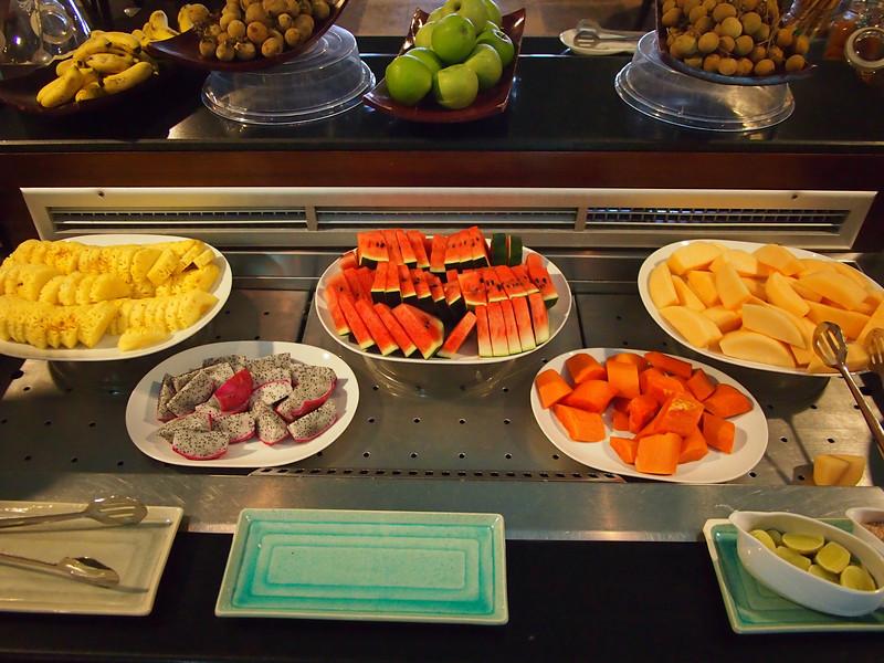 P9302320-breakfast-fruit.JPG