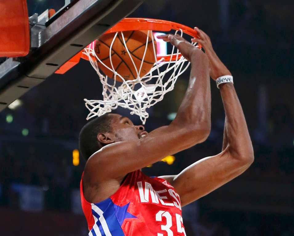 . NBA All-Star Kevin Durant of the Oklahoma Thunder does a reverse dunk during the NBA All-Star basketball game in Houston, Texas, February 17, 2013. REUTERS/Lucy Nicholson