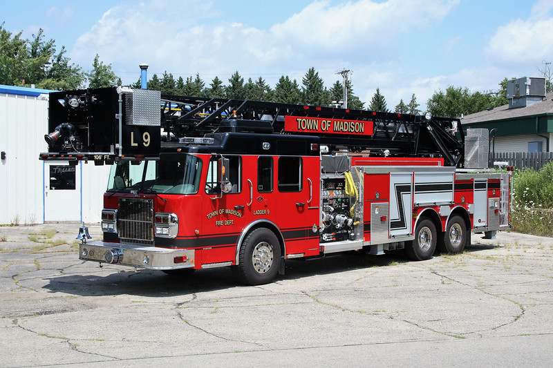 TOWN OF MADISON  LADDER 8  SPARTAN - SMEAL.jpg