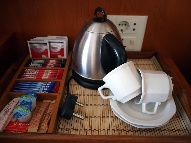 P3220209-tea-and-coffee.JPG