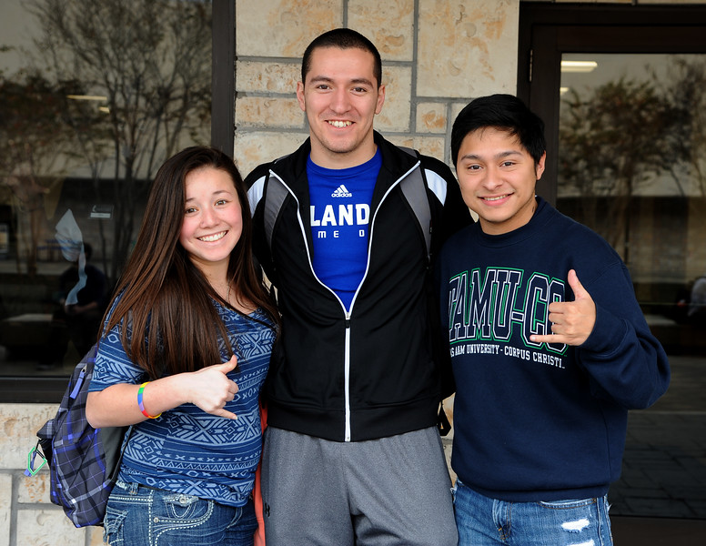 students-pose-for-a-photo-outside-the-islander-welcome-center_12207154523_o.jpg