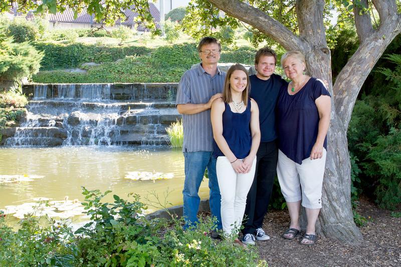 FamilyPortrait_8.20.16_2.jpg